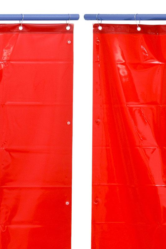 Zasłona spawalnicza czerwona z napami zatrzaskowymi do łączenia w kotarę spawalniczą