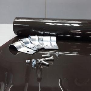 Pasy spawalnicze brazowe - rozwinięta rolka z ułozonymi mankietami zaciskowymi i śrubami