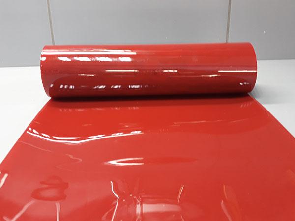 Pas kurtyny spawalniczej czerwonej o właściwościach chroniących przed promieniowaniem podczerwonym i ultrafioletowym zgodnie z ISO 25980
