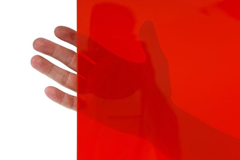 lamela spawalnicza czerwona to najbardzoej przezroczysta przegroda chroniąca przed promieniowaniem świetlnym
