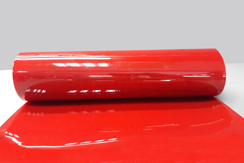 Masa i rozmiar pasów spawalniczych czerwonych o szerokości 57cm i grubości 1mm filtrujących promieniowanie świtlne